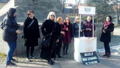Association Fenomena was granted a license to provide SOS phone service for women victims of violence/Udruženje Fenomena dobilo licencu za pružanje usluge SOS telefona za žene žrtve nasilja